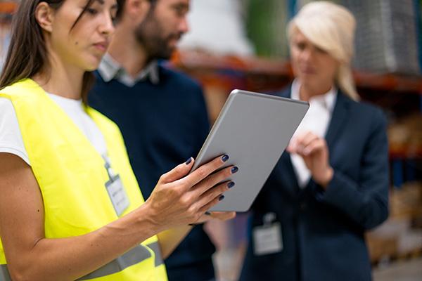 mobilny dostep do magazynu logistycznego w warszawie